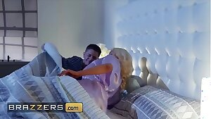 Blonde housewife (Nicolette Shea) cheats on her hubby - Brazzers
