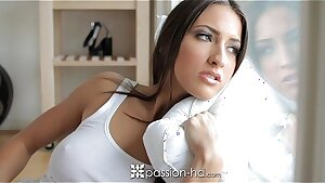 HD - Passion-HD Super honey Lizz Tayler arches over to take meatpipe