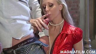 Busty blonde Julia Ann fucks a ginormous pecker