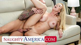 Kinky America - Bombshell Brandi Love is appreciative