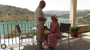 Mature busty wife gets handballing with amazing view