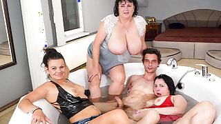Fucking trio grannies in the bathtub